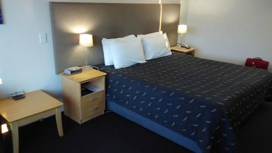 Delorenzos Studio Apartments: Room