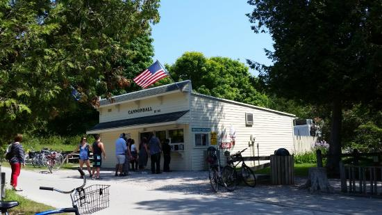 Cannonball Inn and Catering: Cannonball Ice Cream shop