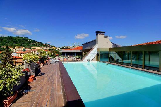 Terrazzo panoramico con piscina - Foto di Hotel Park, Castiglion ...