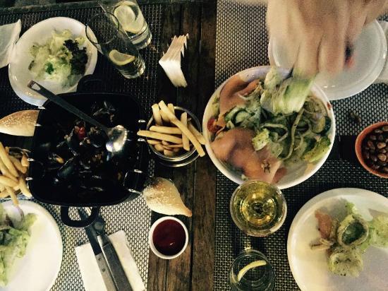 La Marina Restaurant Bar : Mussels, Fries and Salad