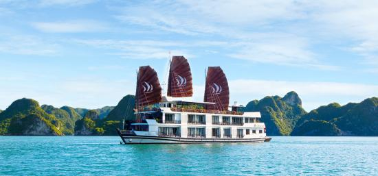 ‪Pelican Cruises - Halong Private Day Cruise‬