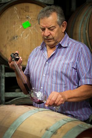 Долина Барроса, Австралия: Luigi tasting new vintage wine still in barrel
