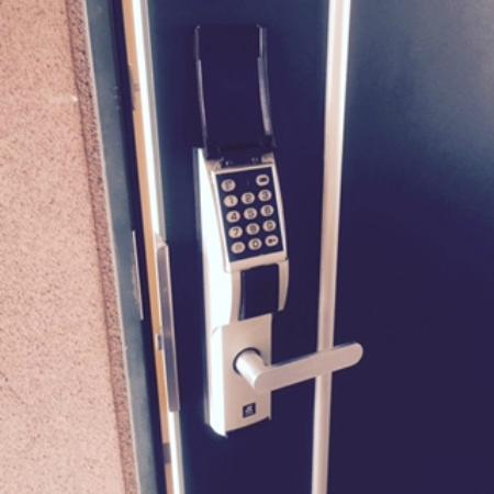 Hotel Livemax Higashi Ueno: 部屋は指定ナンバー入力で解錠します