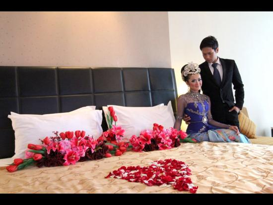 Wedding room decoration picture of golden flower bandung golden flower wedding room decoration junglespirit Image collections