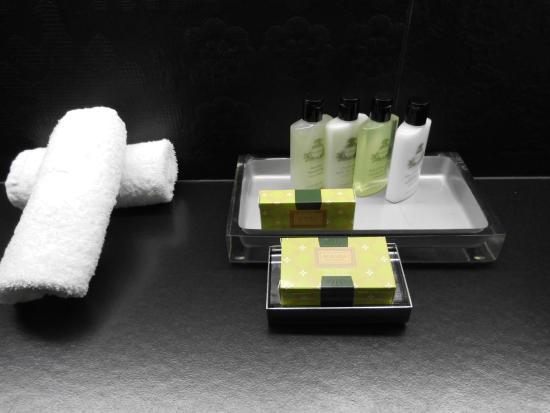 badutensilien bild von intercontinental marseille. Black Bedroom Furniture Sets. Home Design Ideas