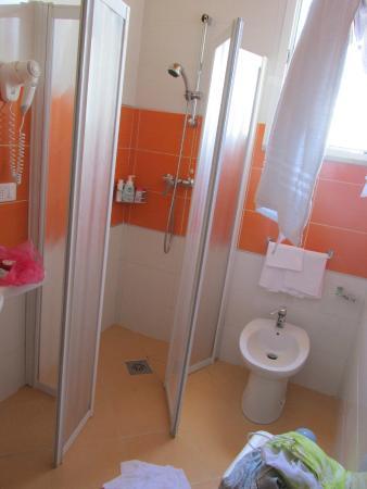 Hotel Bembo: the bathroom