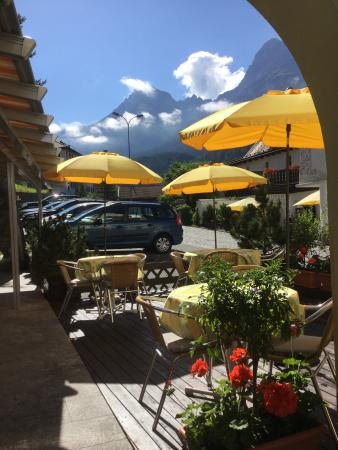 Hotel Conrad Scuol: Outside dining too!