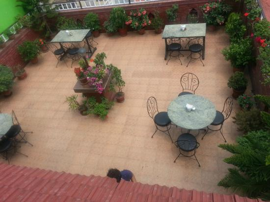 Hotel Happy Home: Roof Top Garden Restaurant
