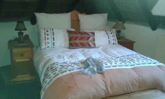Boven Villa: lovely bed
