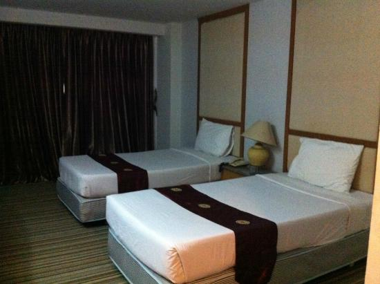 Petcharat Garden Hotel: room no.406