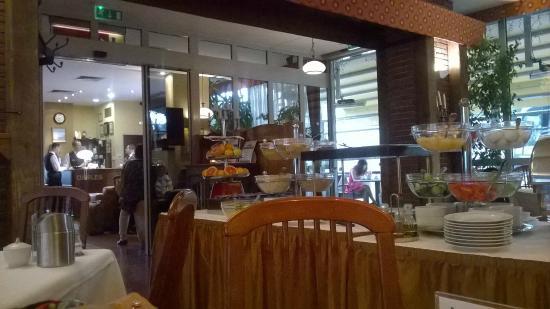 Hotel Charles: Sala da pranzo con buffet