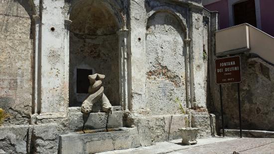 Stilo, Ιταλία: Fontana dei delfini (Gebia) - sec. XVIII