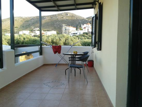 Sirines Studios and Apartments: Terrazzo