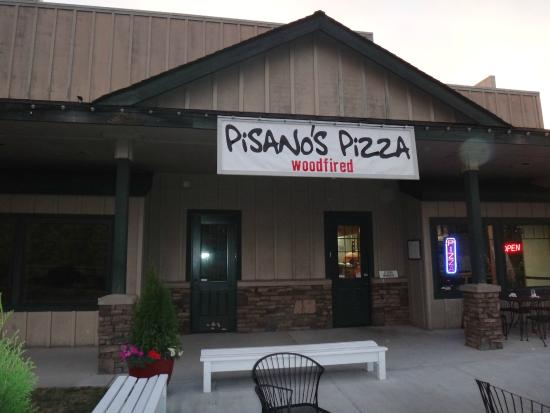 Pisano's Woodfired Pizza: Restaurant's Entrance.