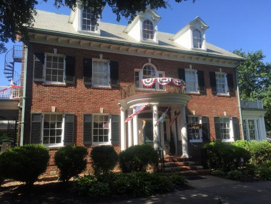 Culpepper Inn Bed and Breakfast: Breakfast is lovely at the Culpepper Inn!