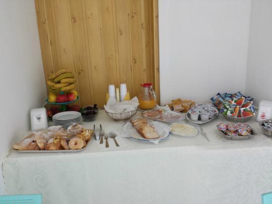 Back to Sorrento: colazione con dolcetti di pasticceria freschissimi