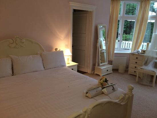 Chartridge Lodge: Bridal suite with large private balcony overlooking grounds