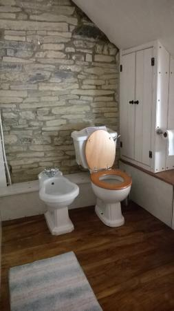 Nut Tree Farm: Bathroom