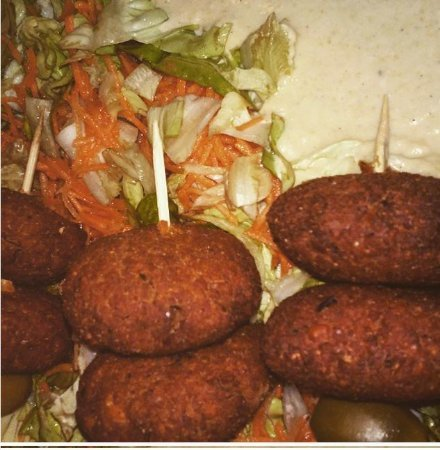 Ananda: Falafel portion with freshly made bread, fresh side salad and great tasting humus!