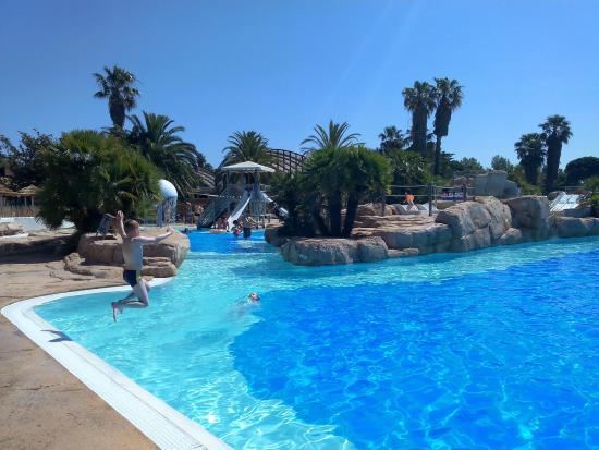 Une vue de la piscine picture of camping la sirene for Camping dives sur mer avec piscine