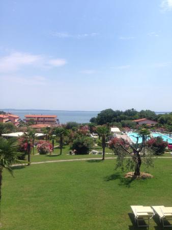 Residence Apparthotel San Sivino: San sivino: view from room balcony, minigolf, free beach.