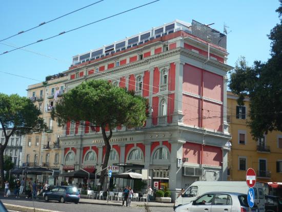 Hotel Ferdinando II: L'hotel visto dalla pensilina dell'autobus