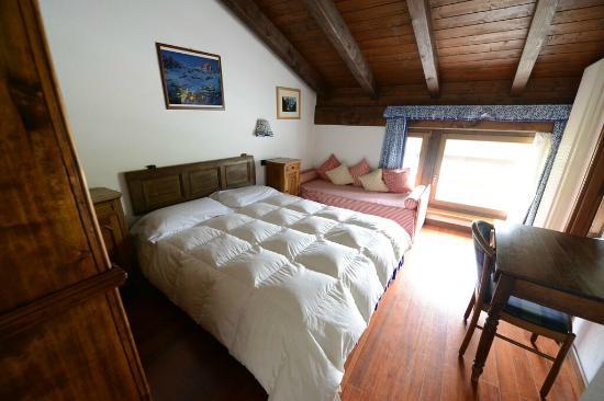 Camera da letto picture of hotel baita cretaz breuil for Hotel meuble mon reve