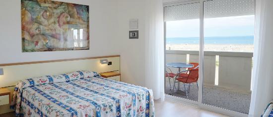 Hotel Continental : camera con terrazzo fronte mare con balcone