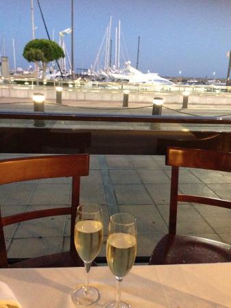 La Tagliatella Cambrils - Barrio Maritimo - Puerto: Free champagne on our last night