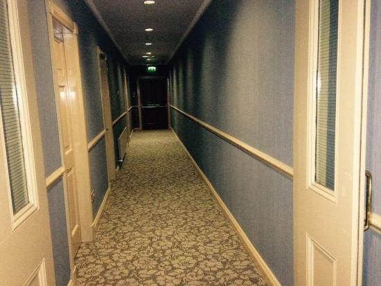 ‪‪The Farnham Arms Hotel‬: corridors‬