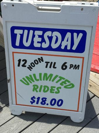 Jenkinson's Boardwalk: wristband day