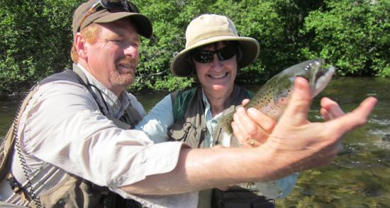 Grand Lake Stream, Μέιν: Our guide helping hold Terri's Salmon