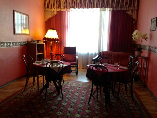 Romeo Family Apartments: Breakfast room