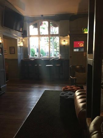 Brewers Inn: Pub space