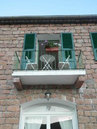 Hotel Restaurant l'Aiglon: chambre vue de laterrasse