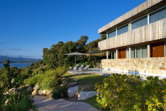 villa priv e 4 chambres avec piscine et service h telier. Black Bedroom Furniture Sets. Home Design Ideas