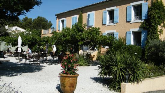 Canto Cigalo : l'hôtel et le jardin