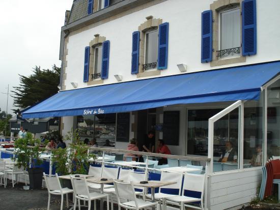 Bistrot du Bac : Façade et terrasse du restaurant