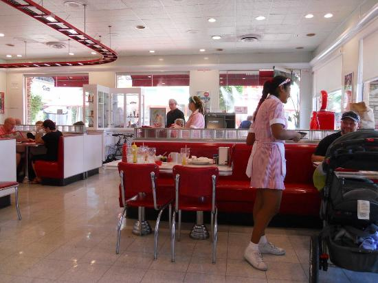 Interior picture of ruby 39 s diner palm springs tripadvisor for Diner picture