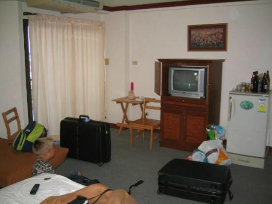 Tanawit Condotel: Our room, sorry for the mess, time to leave