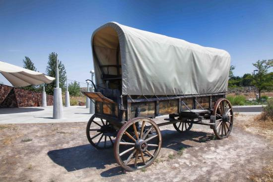 Glenns Ferry, ID: Prairie Schooner at the entrance
