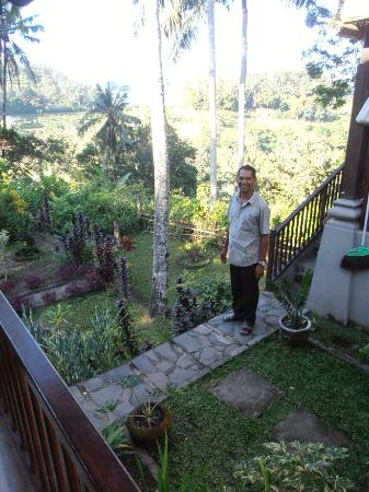 Pondok Alam Bukit : Ketut and the Losmans' garden views