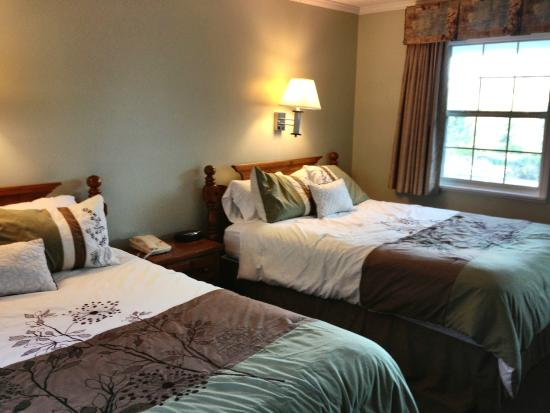 Blowing Rock Inn and Villas: Great room that don't look like a budget hotel!