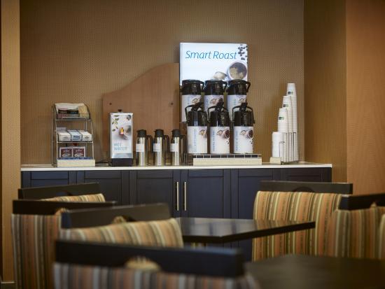 Holiday Inn Express Toronto - North York : Coffee Station