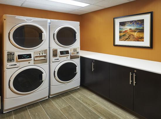 Holiday Inn Express Toronto - North York : Coin Operated Guest Laundry