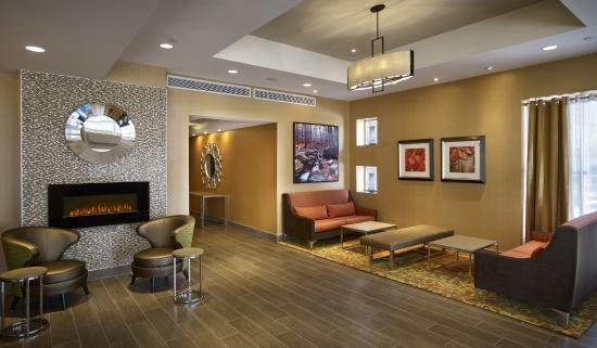 Holiday Inn Express Toronto - North York : Hotel Lobby