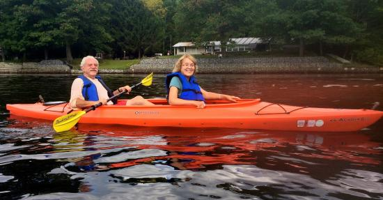 The Elms Waterfront Cottages : Kayaking