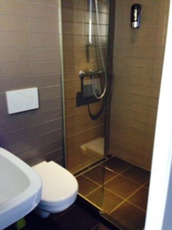 Hotel Vossius Vondelpark: Banheiro