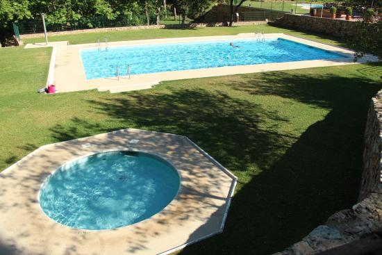 Piscina climatizada picture of camping begur begur for Piscina climatizada