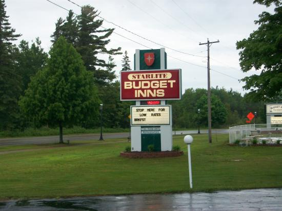 Starlite Budget Inns: Sign outside.